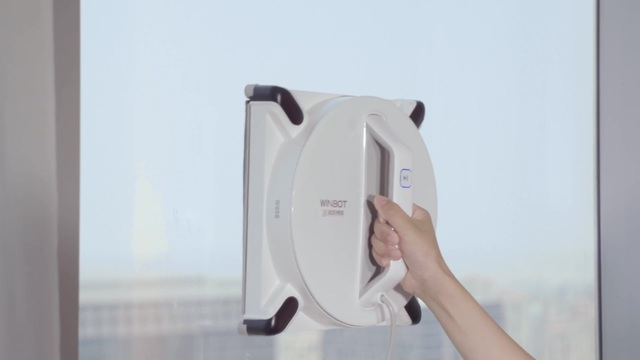 Ecovacs - Winbot W950 Video 3