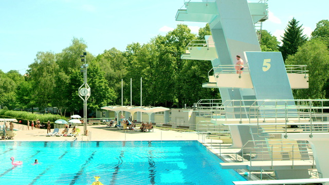 Splash guard Swimming Pool Format 16:9 35 sec Video 3