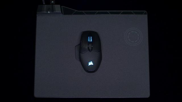 Corsair - MM1000 Gaming Mauspad Video 3