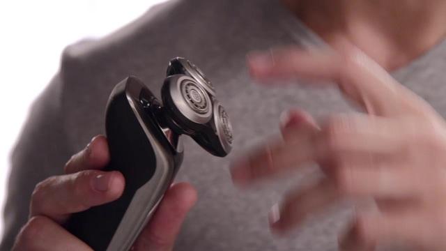 Philips Shaver series 9000 elektrischer Nass- und Trockenrasierer S9711/31 V-Track-Präzisionsklingen, 50Min. Akkubetrie Video 11